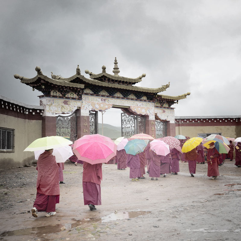 square-nuns-in-tibet-with-umbrellas