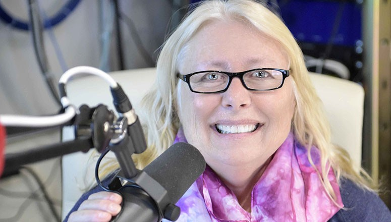 Midlife Dreams and KBEK 95.5 Radio: Linda Cullen and April's Silk Scarf Giveaway Moment